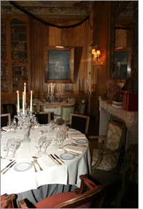 The La Fayette room of the 1728 Restaurant © Serge Dulud, Daussault Aviation